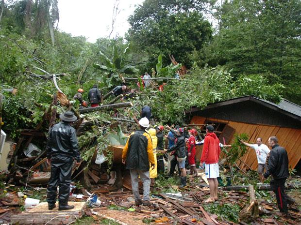 Seis casas desabaram após deslizamento de terra em Igrejinha (RS) (Foto: Valdir Friolin/Zero Hora/Agência RBS)