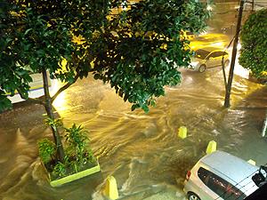 A Tijuca foi um dos bairros mais atingidos pela chuva na noite (Foto: Renato Coutinho de Souza Neto / VC no G1)