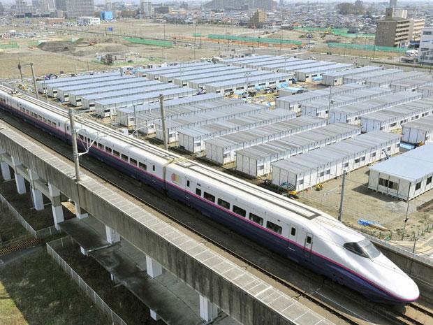 Trem bala japonês volta a funcionar (Foto: Kyodo/Reuters)