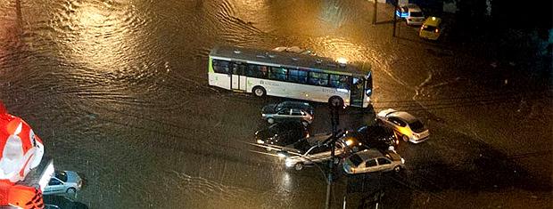 Temporal provocou alagamentos e deslizamentos em vários pontos do Rio (Foto: Celso Pupo/ FotoArena/Ag.Estado)