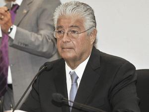 O senador Roberto Requião durante reunião da Comissão de Educação, Cultura e Esporte (Foto: José Cruz / Agência Senado)