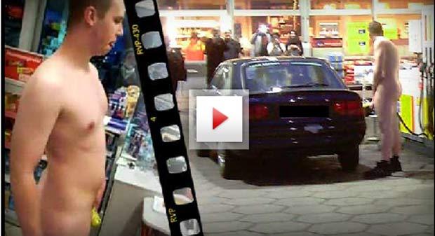 Jovem de 19 anos abasteceu nu o carro na Alemanha. (Foto: Reprodução)
