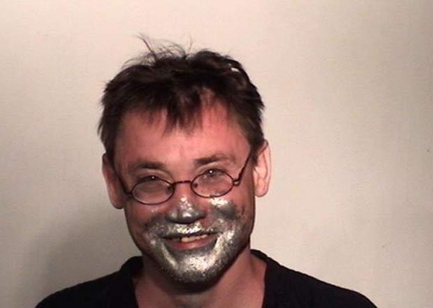 Kelly Gene Gibson foi preso por cheirar tinta. (Foto: Divulgação)