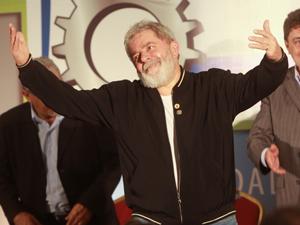 O ex-presidente do Brasil, Luiz Inácio Lula da Silva, participa do 8° Congresso Nacional dos Metalúrgicos da CUT, que aconteceu no auditório do Hotel Cezar Park, em Guarulhos. (Foto: JB Neto/AE)