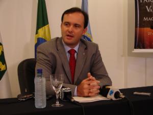 Presidente da Associção dos Juízes Federais do Brasil, Gabriel Wedy, em coletiva de imprensa, na sede da associação, em Brasília (Foto: G1)