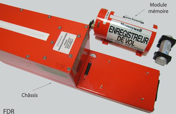 Ilustração divulgada pelo BEA mostra o chassi e o local em que ficam os dados na caixa-preta (Foto: Reprodução)