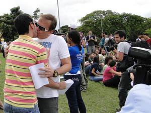 Beijaço gay (Foto: Flávia Cristini/G1)