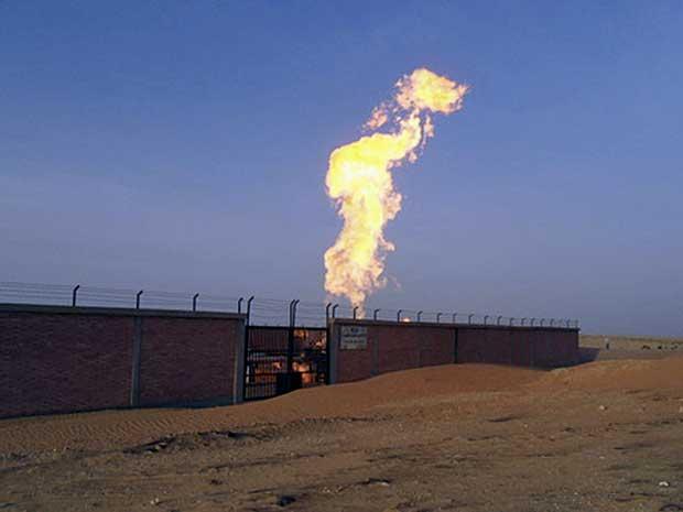 Explosão e incêndio atingem gasoduto no Egito. (Foto: AP Photo)