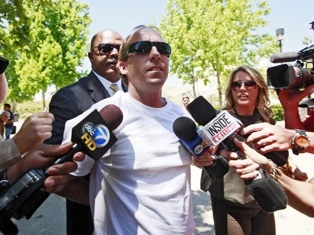 Algemado após tentativa de ataque, homem deu entrevista a repórteres (Foto: Nick Ut/AP)