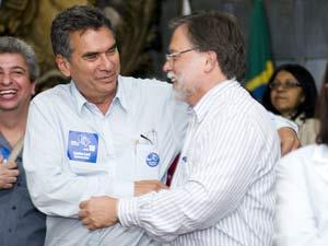 Carlos Levi e Antônio Ledo, eleitos para reitor e vice da UFRJ (Foto: Marco Fernandes/SGCOMS/UFRJ)