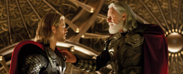 Chris Hemsworth e Anthony Hopkins em cena do filme 'Thor' (Foto: Divulgação)