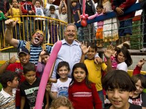 Ao centro, professor Belmiro Valverde, no dia da inauguração. (Foto: Felipe Pinheiro)