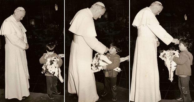 Daniel Militão era criança quando encontrou o papa João Paulo II pela primeira vez, em um evento no Colégio Santo Américo, em São Paulo, em 1980A (Foto: Arquivo pessoal)