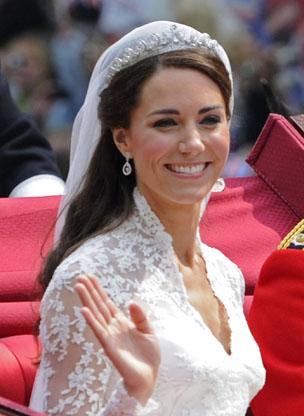 Tiara pertece à Rainha Elizabeth II (Foto: AP)