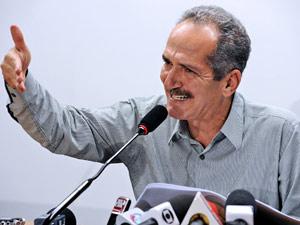 Deputado Aldo Rebelo, relator do Código Florestal, em seu entrevista nesta segunda (2) (Foto: Agência Câmara)