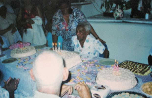 Foto de arquivo mostra aniversário de 109 anos no asilo (Foto: Arquivo Pessoal)