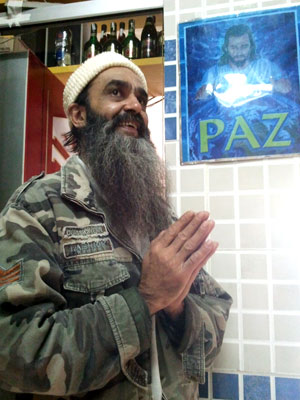 Bin Laden brasileiro diz que é da paz e não gosta de guerra (Foto: Glauco Araújo/G1)
