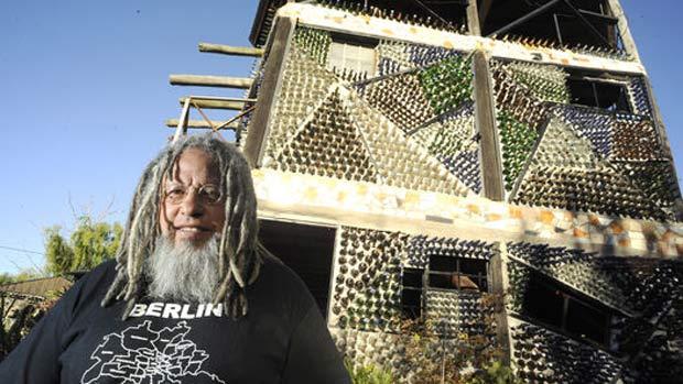 Rubén Ingenieri usou cerca de 6 milhões de garrafas para construir sua casa. (Foto: Clarín.com )