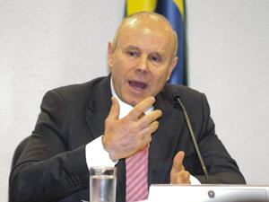 Mantega falou à Comissão de Assuntos Econômicos do Senado nesta terça-feira (3) (Foto: Agência Senado)
