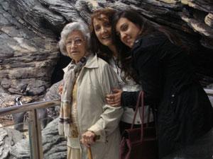 Laura Michelin dos Santos com a mãe, Maria de Lourdes, e a avó Branca (Foto: Laura Michelin dos Santos/VC no G1)