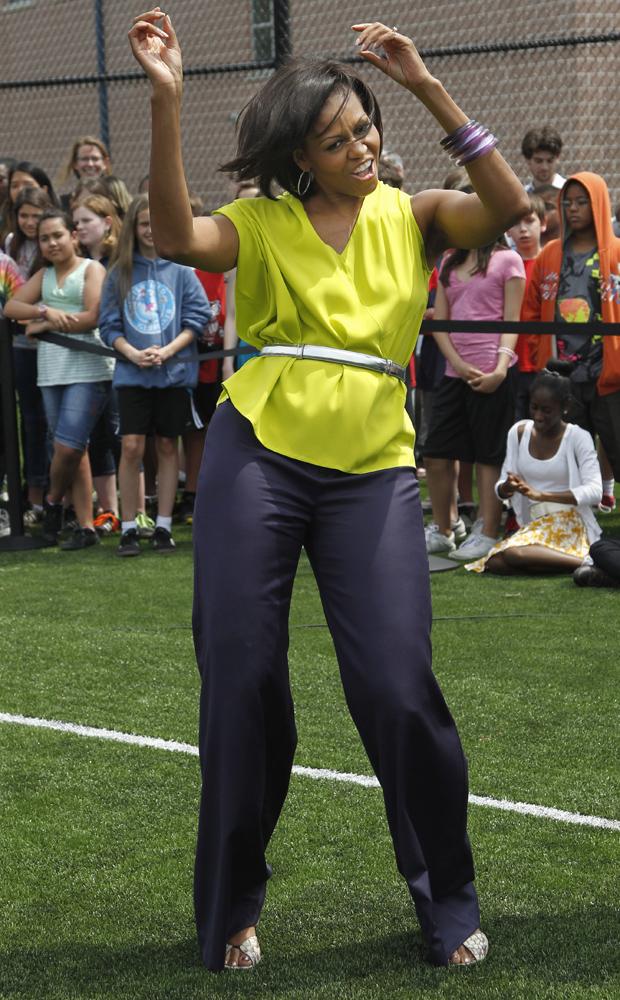 A visita-surpresa fez parte da campanha 'Let's Move', movida pela primeira-dama, e que tem o objetivo de estimular a prática de exercícios físicos entre crianças e adolescentes (Foto: AP)