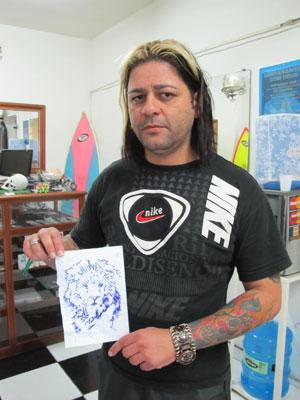 Segundo tatuador, pai e filho tinham o mesmo desenho no corpo (Foto: Juliana Cardilli/G1)