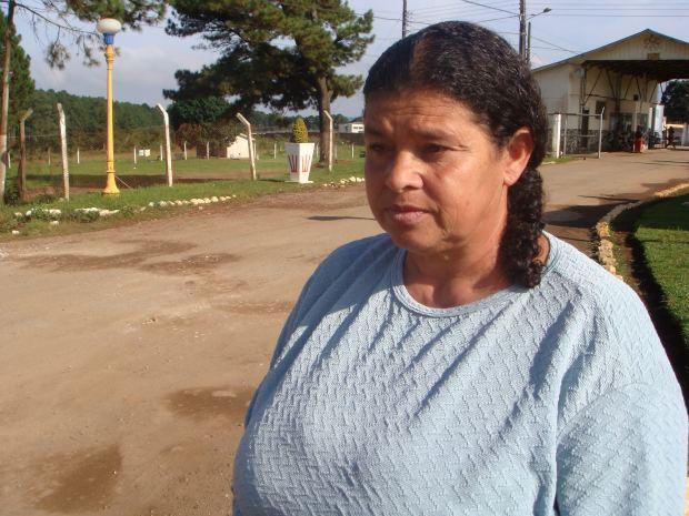Claudete visita o filho, que está preso na Penitenciária Estadual de Piraquara, todos os fins de semana (Foto: Ariane Ducati/ G1)