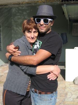 Luiza e Thiago em uma das últimas visitas que o filho fez à casa da mãe, em Curitiba (Foto: Arquivo Pessoal )