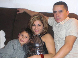 Mirian Barbosa com o filho, Vinicius, e o marido, Ronaldo (Foto: Mirian Barbosa/VC no G1)