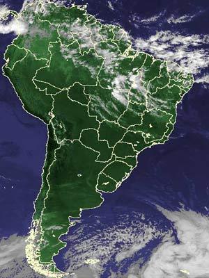 Imagem de satélite de quinta-feira (5) mostra nuvens no Sudeste, Norte e Nordeste (Foto: Reprodução/Cptec/Inpe)