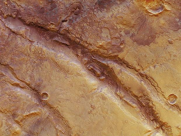 Imagem mostra fissura em área de mais de 10 mil quilômetros quadrados em Marte (Foto: ESA/DLR/FU Berlin)