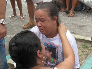 Noeli chora a saudade da filha Mariana (Foto: Alba Valéria Mendonça/G1)