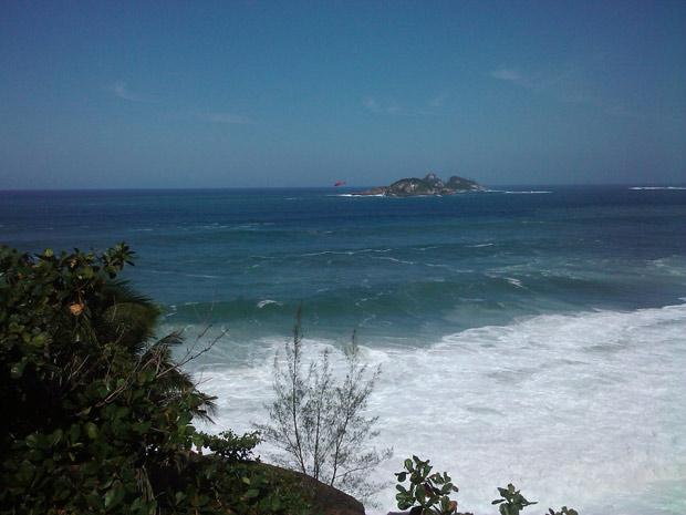 Resgate Praia da Joatinga (Foto: Rômulo Moreira / VC NO G1)