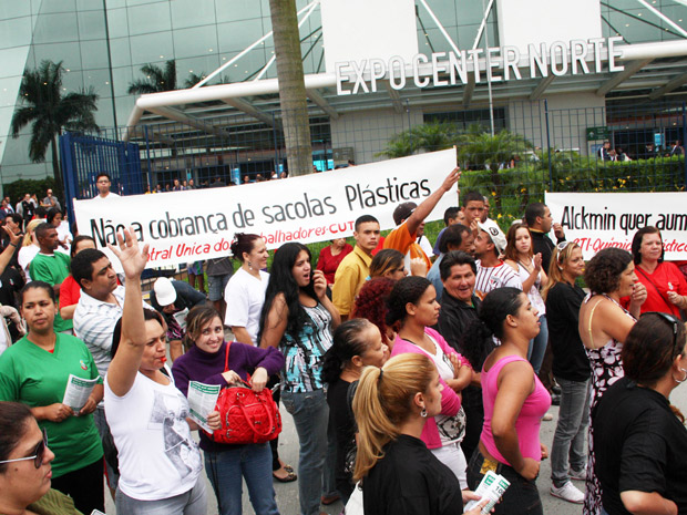 Protesto Apas sacolas (Foto: Amauri Nehn/NEWS FREE/AE)