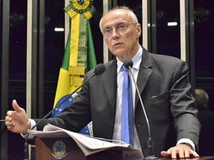 Eduardo Suplicy em pronunciamento na tribuna do Senado (Foto: Agência Senado)