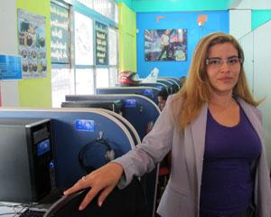 Mirla tem uma lanhouse em Rio Branco há 5 anos e diz que clientela não diminuiu com o Floresta Digital (Foto: Laura Brentano/G1)