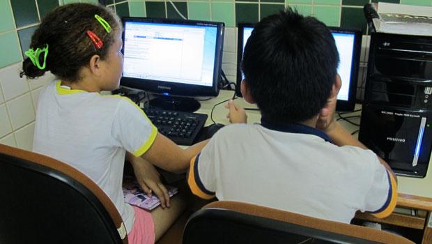 Escola de Rio Branco recebeu o sinal do Floresta Digital no laboratório no final de 2010 (Foto: Laura Brentano/G1)
