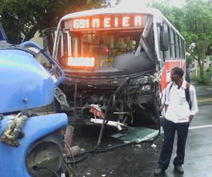 Internauta registra acidente no RJ: 'Todo mundo se machucou' (Julio Vinicius Silva de Oliveira / VC no G1)