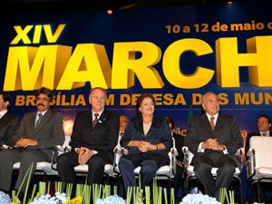 Presidenta Dilma Rousseff e o vice-presidente Michel Temer participam da cerimônia de abertura da XIV Marcha a Brasília em Defesa dos Municípios  (Foto: Roberto Stuckert / PR)