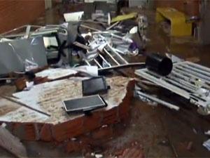 Enxurrada destruiu a UnBTV, o Departamento de Geografia e vários centros acadêmicos (Foto: Rede Globo/Divulgação)