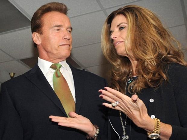 Foto de 2009 mostra o ex-governador da Califórnia Arnold Schwarzenegger e sua mulher Maria Shriver durante encontro climático em Los Angeles (Foto: AFP)