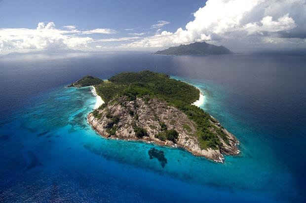 """Imagem não datada mostra vista aérea das Ilhas Seychelles, arquipélago no Oceano Índico - provável destino do casal, segundo o jornal """"Daily Mirror"""" (Foto: AP / Wilderness Safaris)"""