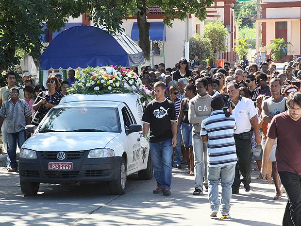 Corpo de Lacraia chegou ao cemitério na manhã desta quarta-feira (11) (Foto: Futura Press)