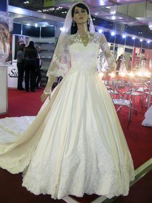 Aluguel de réplica de vestido de Kate Middleton custa R$12 mil (Foto: Tássia Thum/G1)