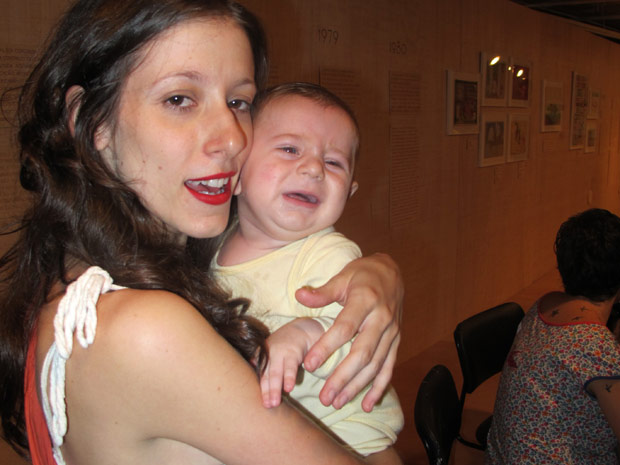 Marina Barão, 29 anos, foi impedida de amamentar o filho em uma exposição de arte (Foto: Glauco Araújo/G1)