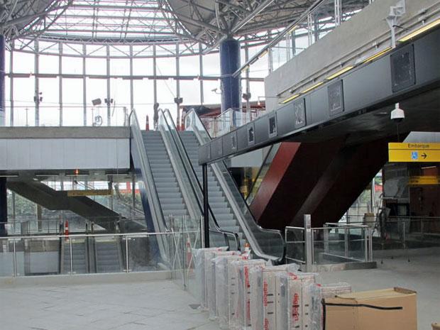 Iluminação natural da Estação Pinheiros, que será inaugurada nesta segunda (Foto: Carolina Iskandarian/G1)