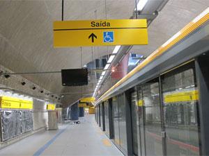 Plataforma da Estação Pinheiros, com barreira de vidro (Foto: Carolina Iskandarian/G1)