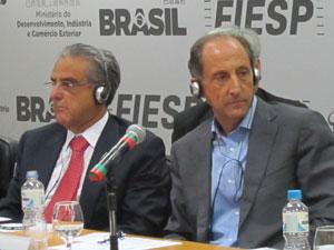 Robson Andrade e Paulo Skaf, em evento em SP (Foto: Darlan Alvarenga/G1)