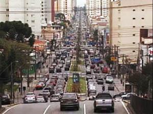 Avenida Visconde de Guarapuava, em Curitiba  (Foto: Reprodução RPC TV)