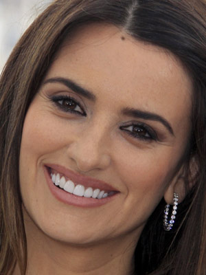A atriz Pen&#233;lope Cruz participa do lan&#231;amento do novo 'Piratas do Caribe - Navegando em &#225;guas misteriosas'. Longa tem lan&#231;amento previsto para o dia 20 de maio, no Brasil. (Foto: Reuters)